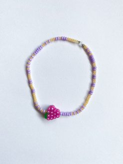 lilla perlearmbånd med små perler og frugt perle