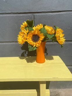 smuk buket med gule solsikker i papir håndlavet med kærlighed i Ukraine