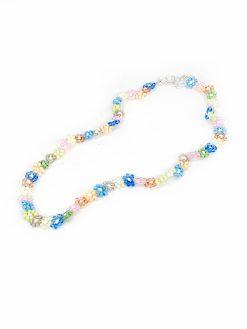 Multifarvet perlehalskæde med perleblomster fra Stines Perler