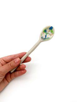 lille teske fra Julie Ebens med grøn og blå splash glasur