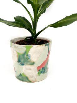 grøn, hvid og pink urtepotteskjuler fra Julie Ebens