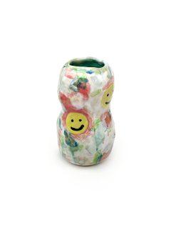 multifarvet keramik vase fra Julie Ebnes med gule smileys