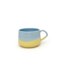 pastelfarvede keramik kopper med hank fra Arf Keramik i lyseblå og gul