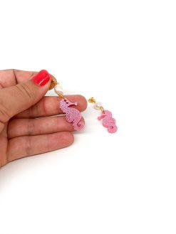 Saisall søheste øreringe i pink glitter med lille ferskvandsperle på