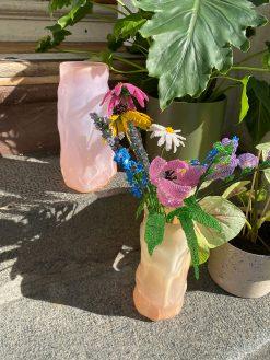 pastelfarvede glasvaser fra Marie Retpen med bulede former håndlavet på fyn